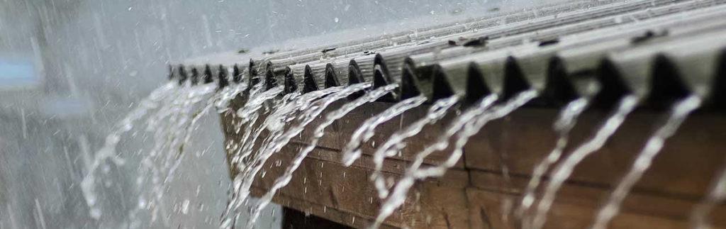 cum afecteaza ploaia acoperisul